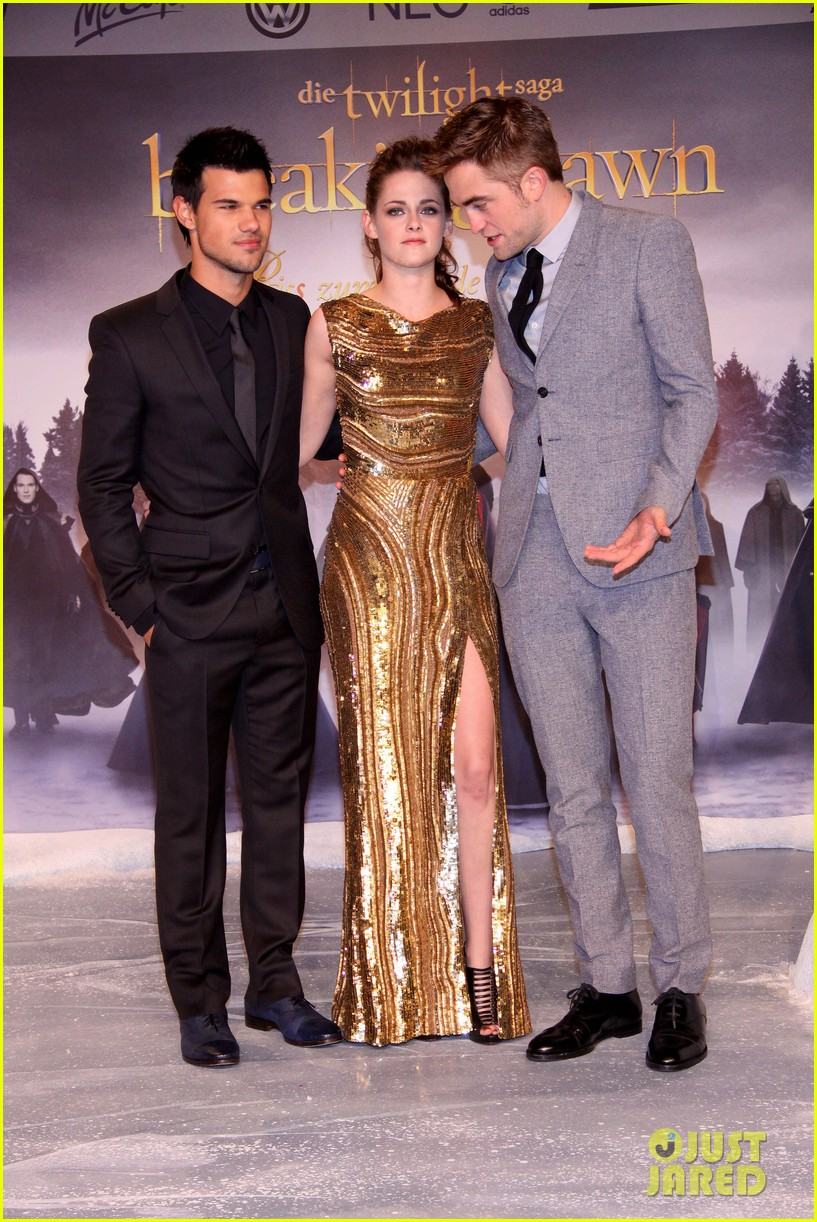 kristen stewart robert pattinson breaking dawn berlin premiere 072759022