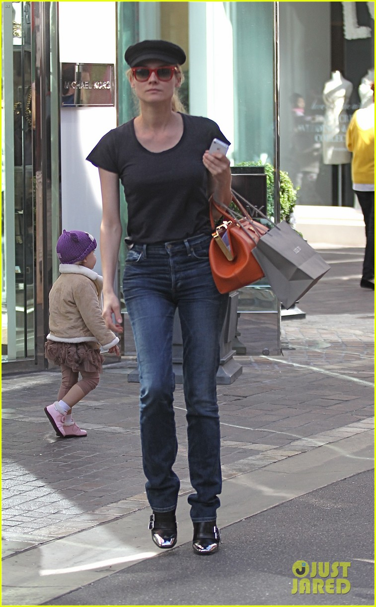 diane kruger holiday shopping at the grove 032755077