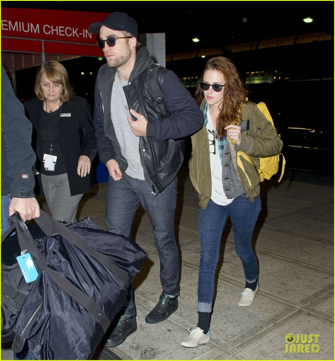 kristen stewart robert pattinston jet out of jfk 03