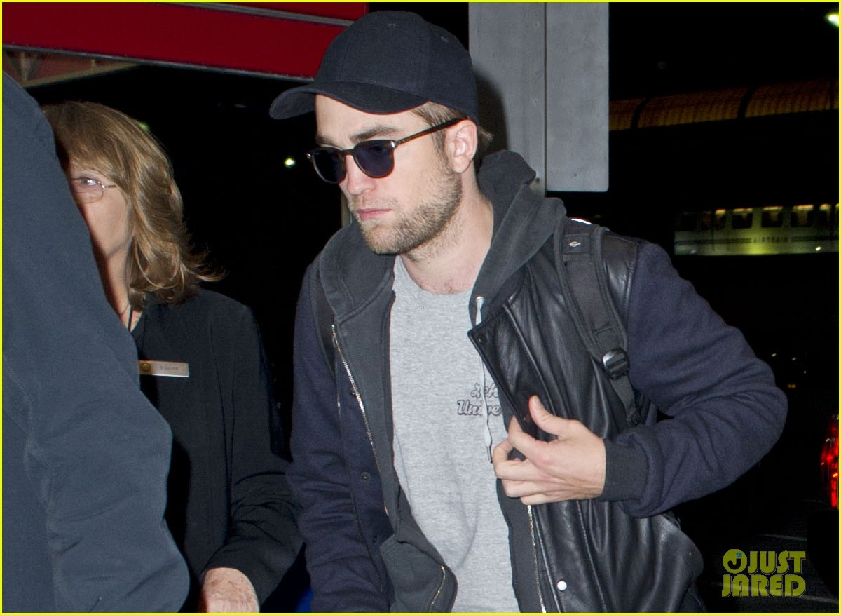 kristen stewart robert pattinston jet out of jfk 04