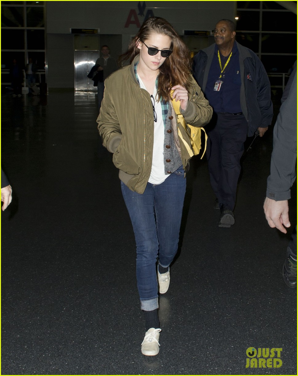 kristen stewart robert pattinston jet out of jfk 05