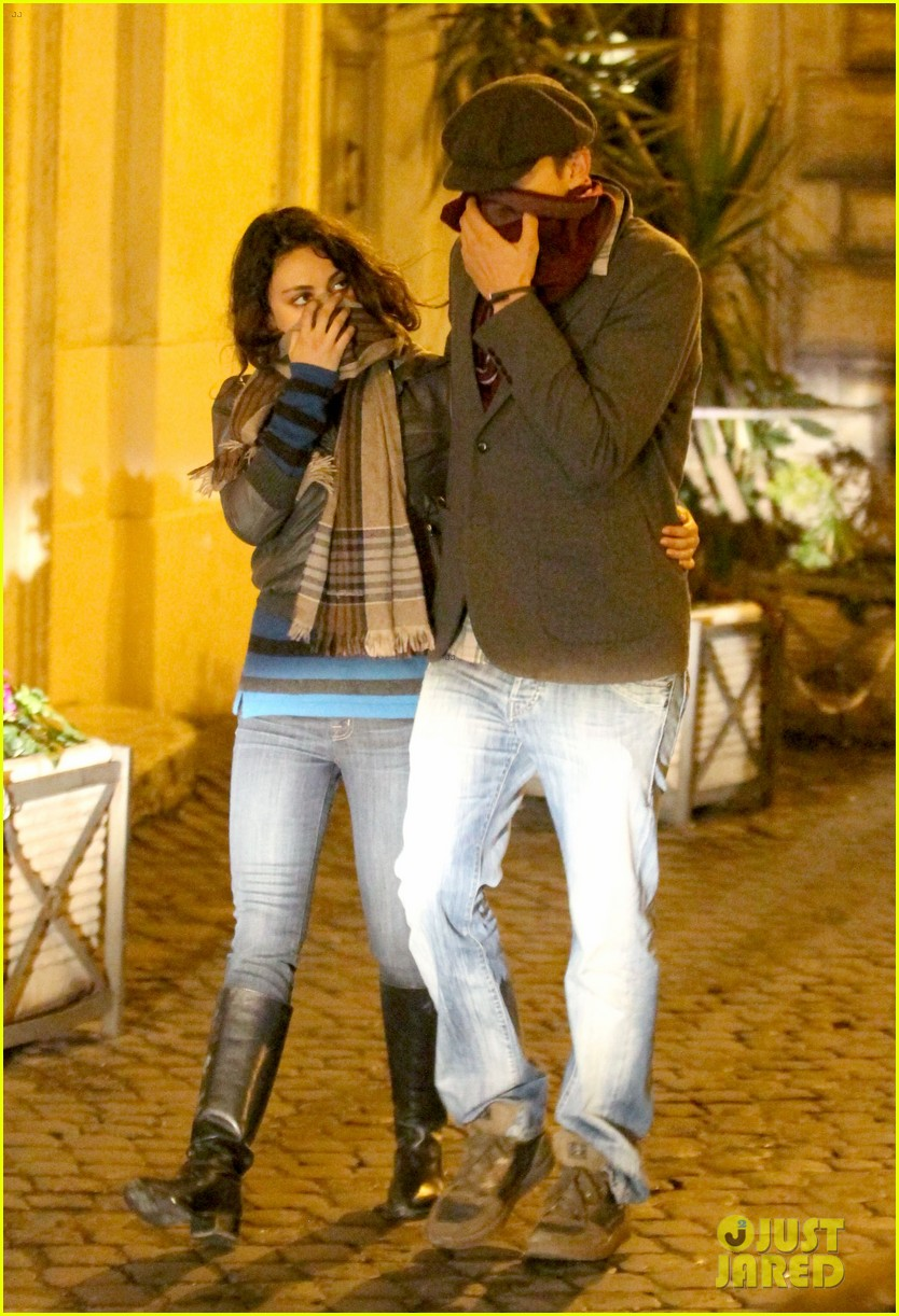 mila kunis ashton kutcher romantic rome dinner date 03