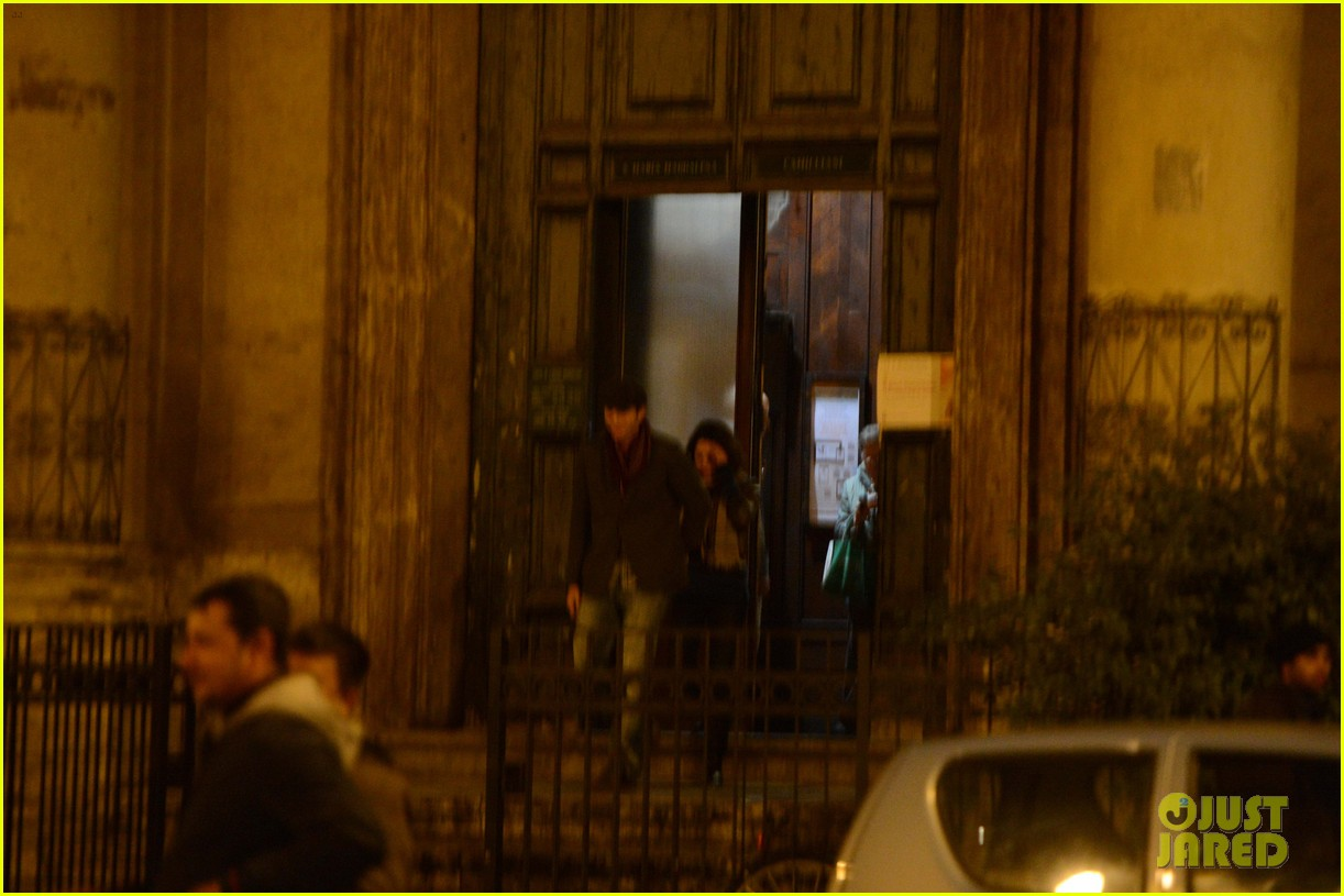 mila kunis ashton kutcher romantic rome dinner date 10