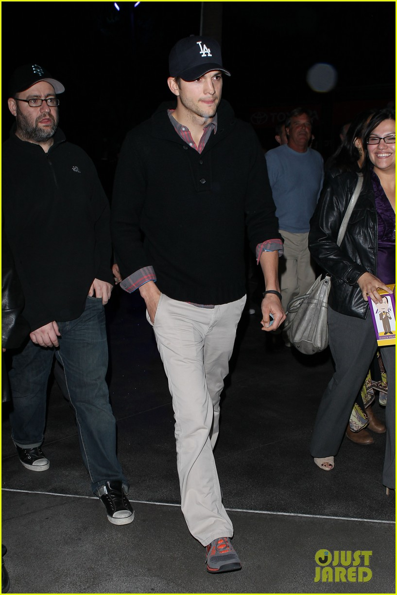 ashton kutcher lakers game with kaley cuoco 10