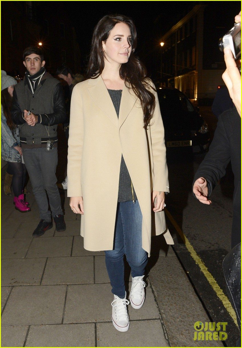 lana del rey performs ride on jools holland 052765283