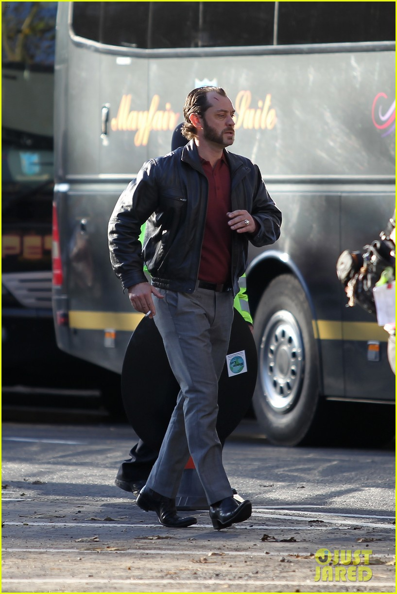 jude law dom hemingway set fun 03