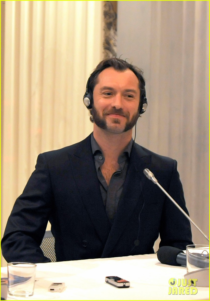 jude law meets the press at rome film festival 13