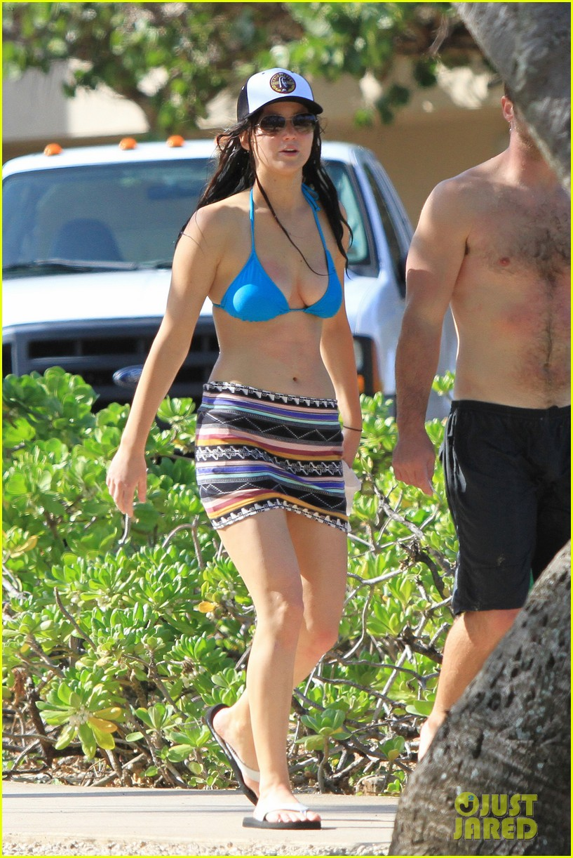 jennifer lawrence bikini babe in hawaii 09