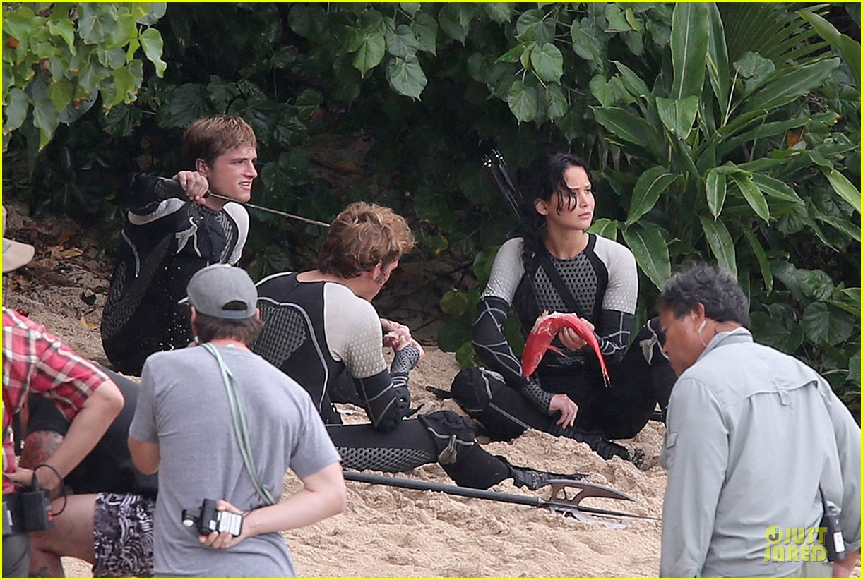 jennifer lawrence fish eating on hunger games set 182765092