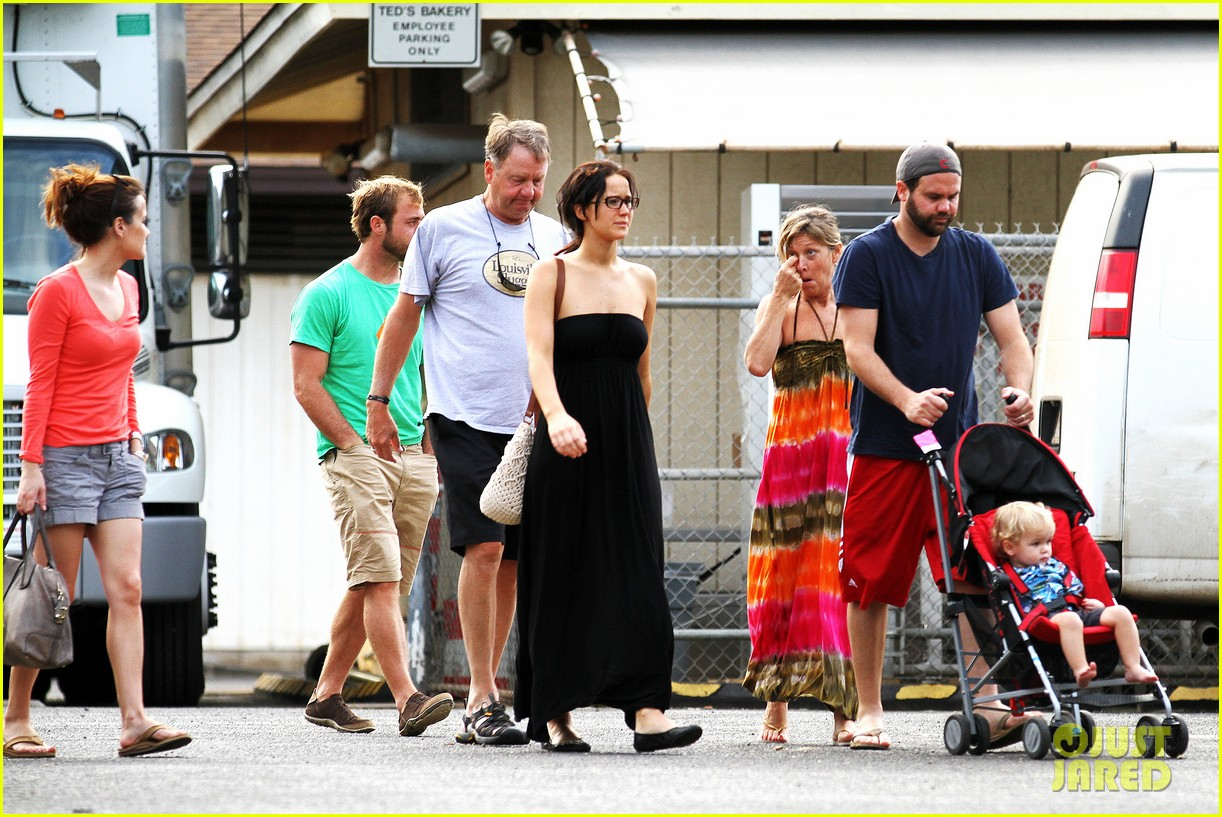 jennifer lawrence thanksgiving in hawaii 05