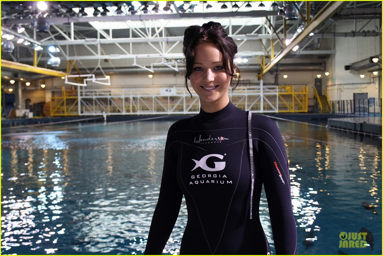 jennifer lawrence ocean voyager swimmer 02