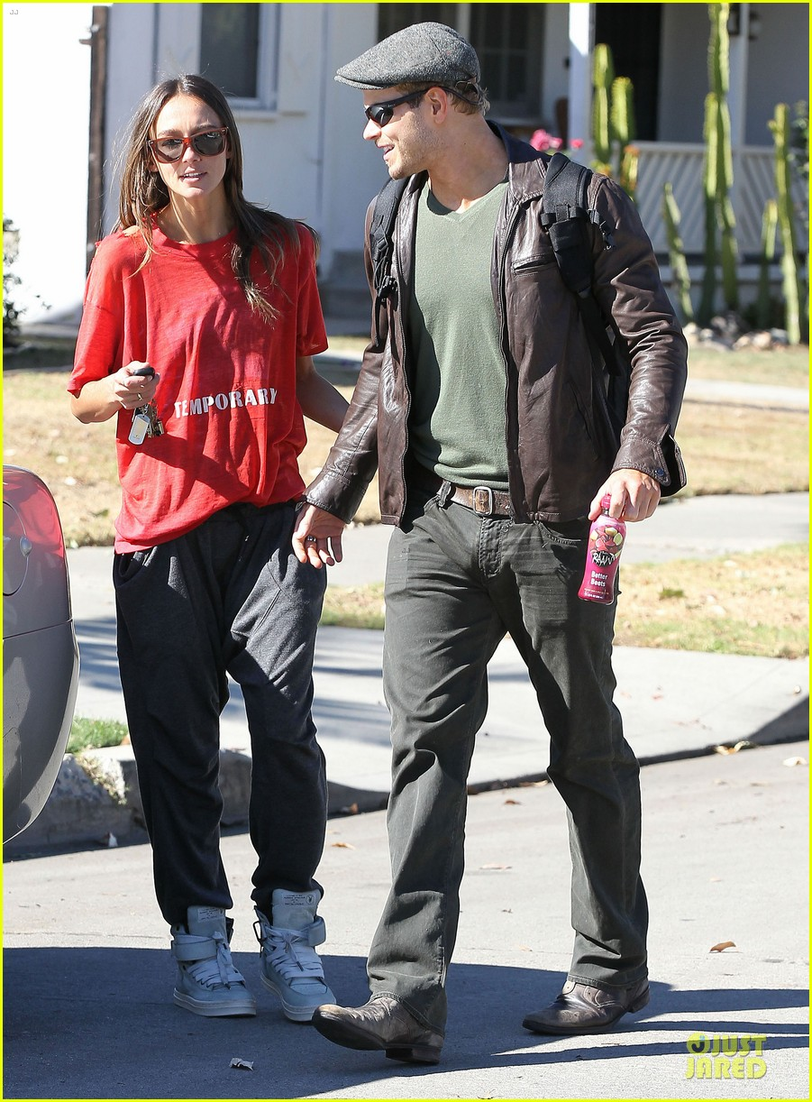 kellan lutz sharni vinson goodbye kissing couple 012757131
