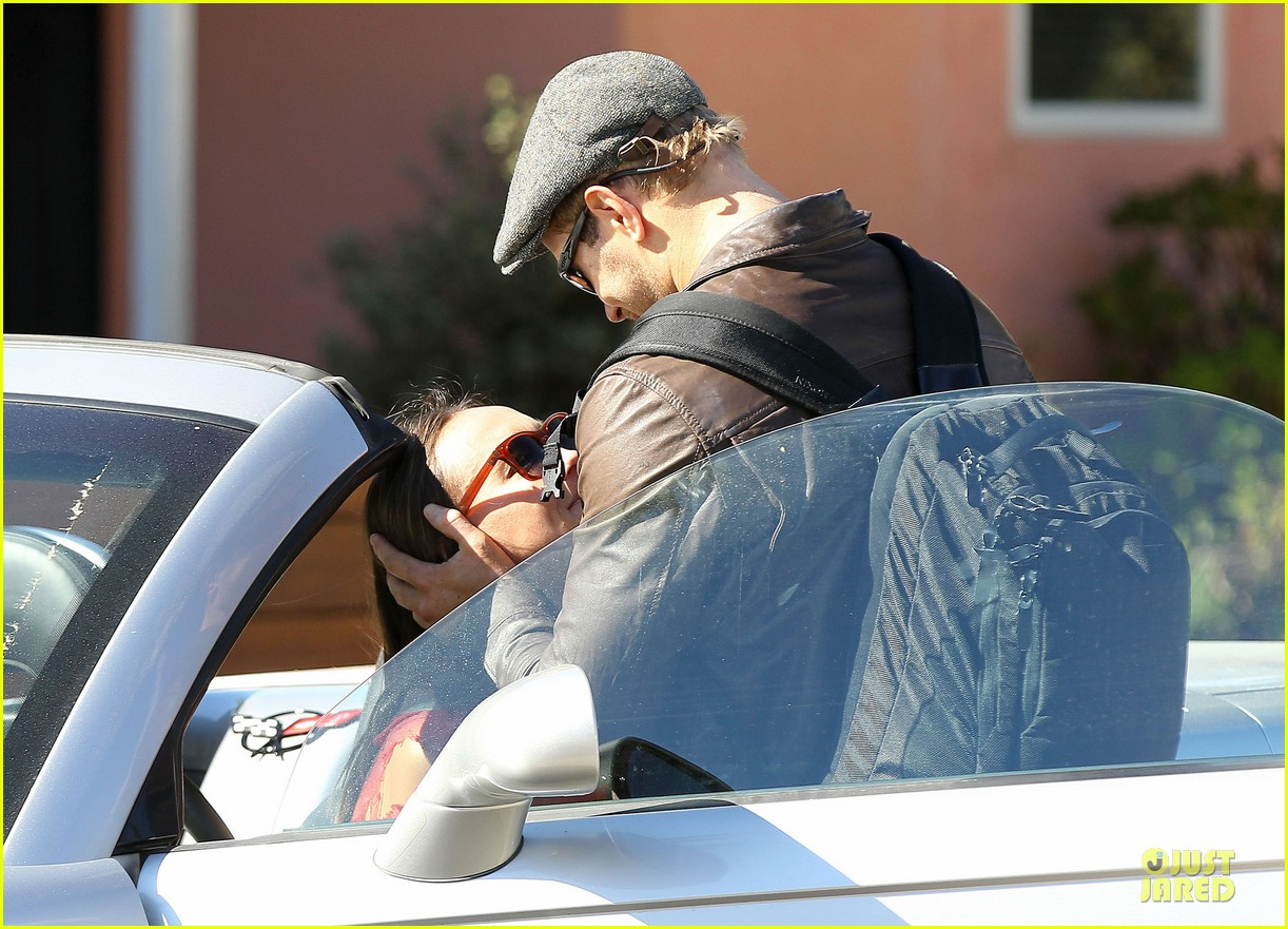 kellan lutz sharni vinson goodbye kissing couple 13