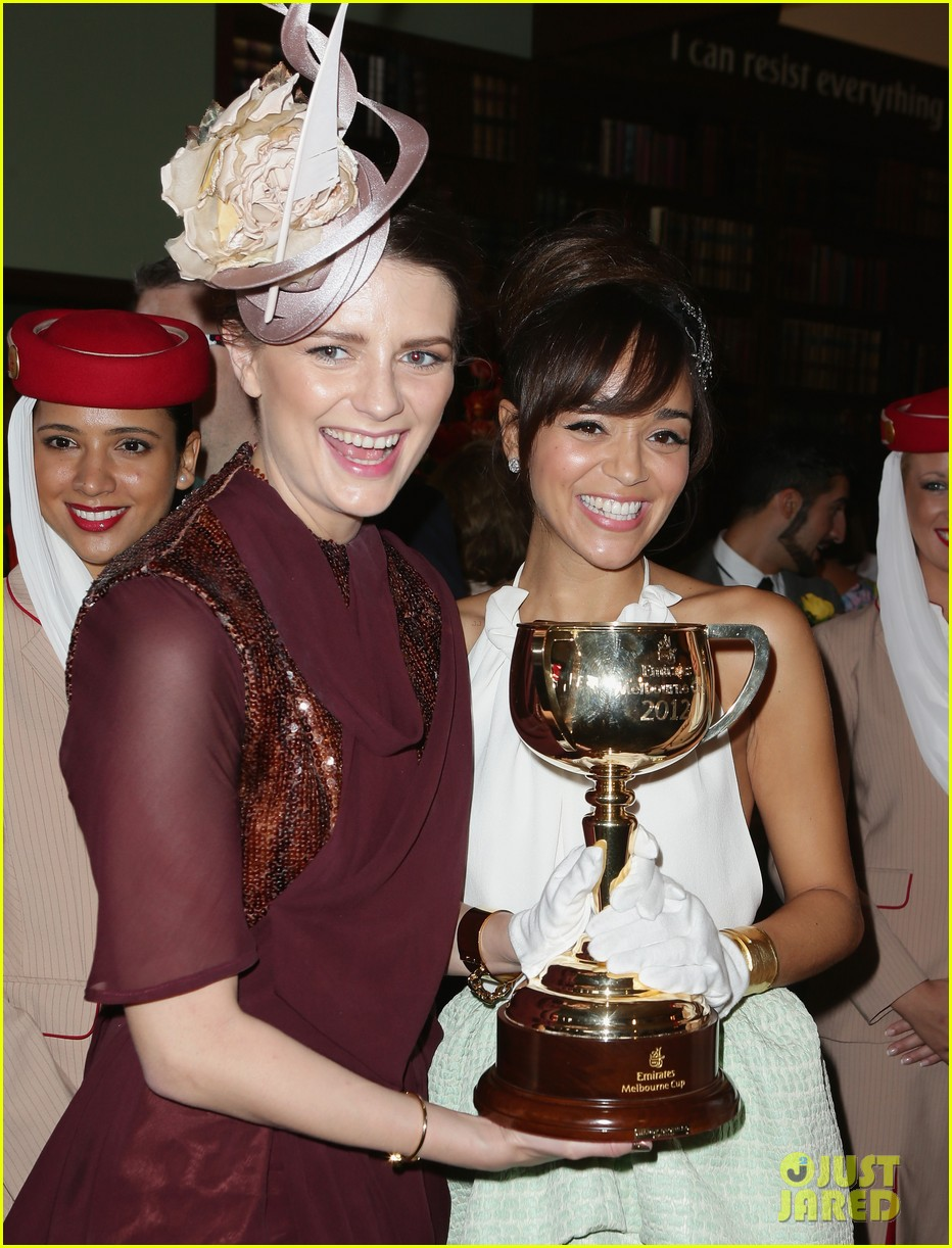rose byrne ashley madekwe melbourne cup attendees 01