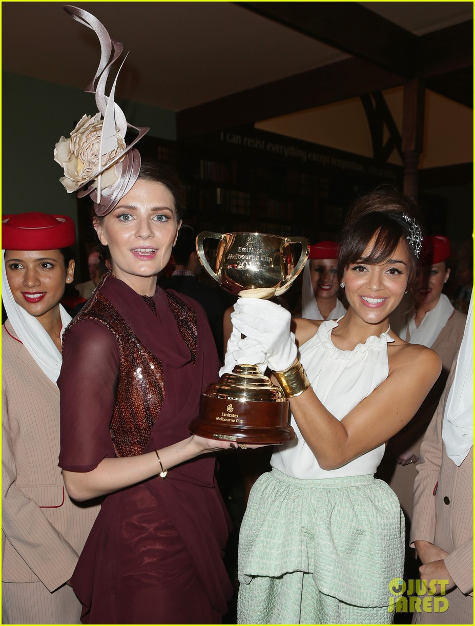 rose byrne ashley madekwe melbourne cup attendees 05
