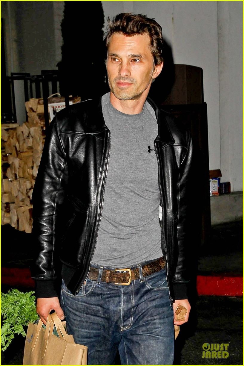 olivier martinez post brawl grocery run 02