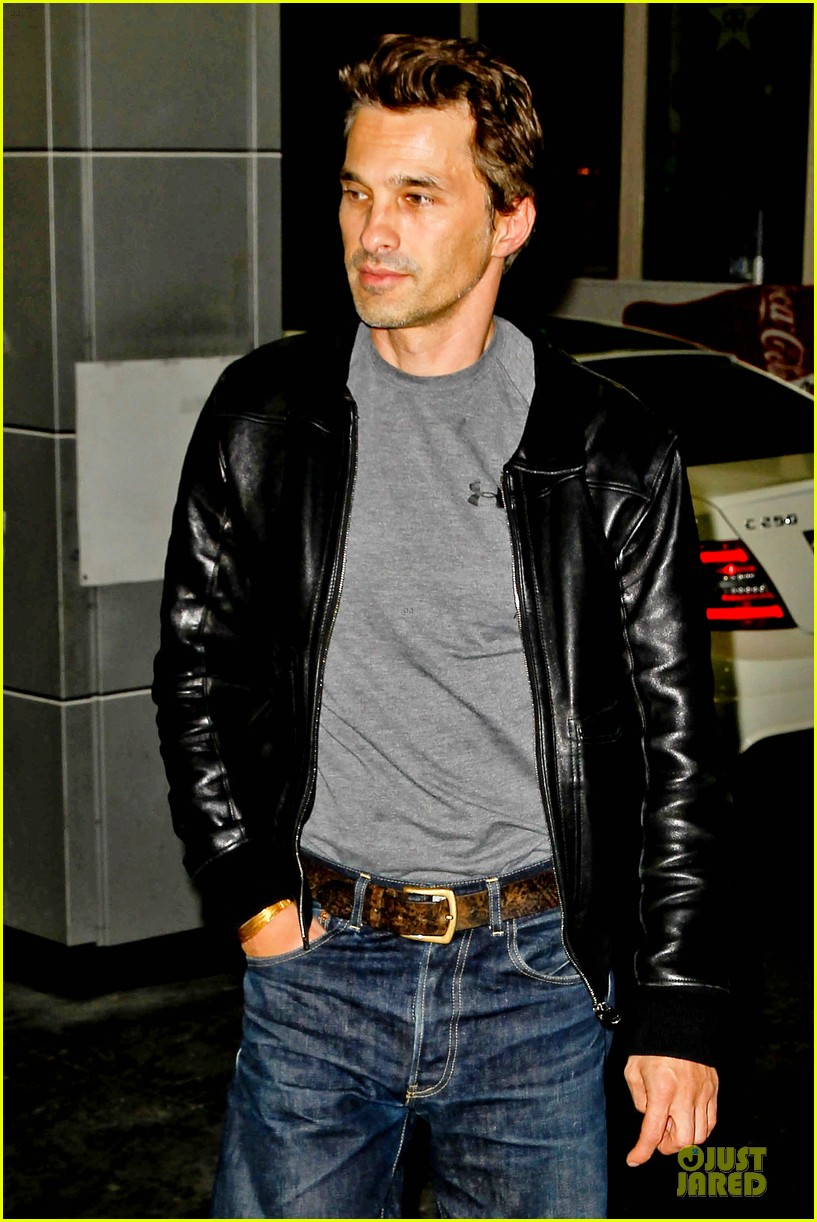olivier martinez post brawl grocery run 04