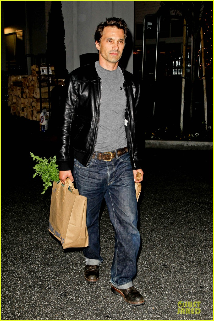 olivier martinez post brawl grocery run 09