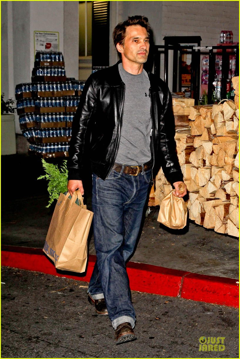 olivier martinez post brawl grocery run 10