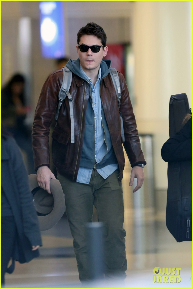 john mayer lands in los angeles 03