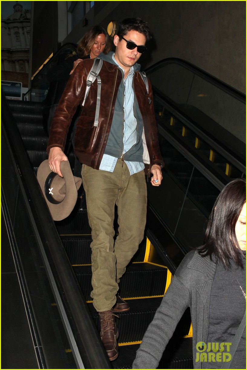 john mayer lands in los angeles 07