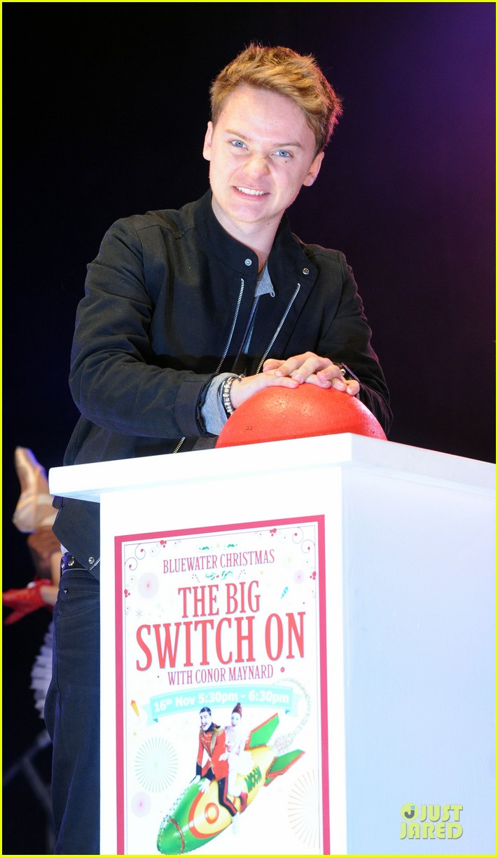 conor maynard blue water christmas lights performer 16