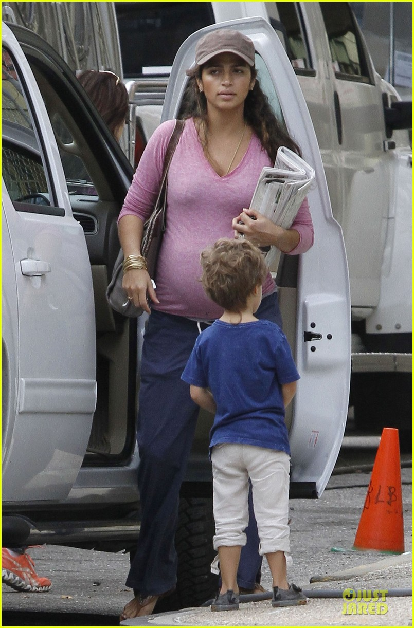 matthew mcconaughey camila alves dallas buyers club set visit 01