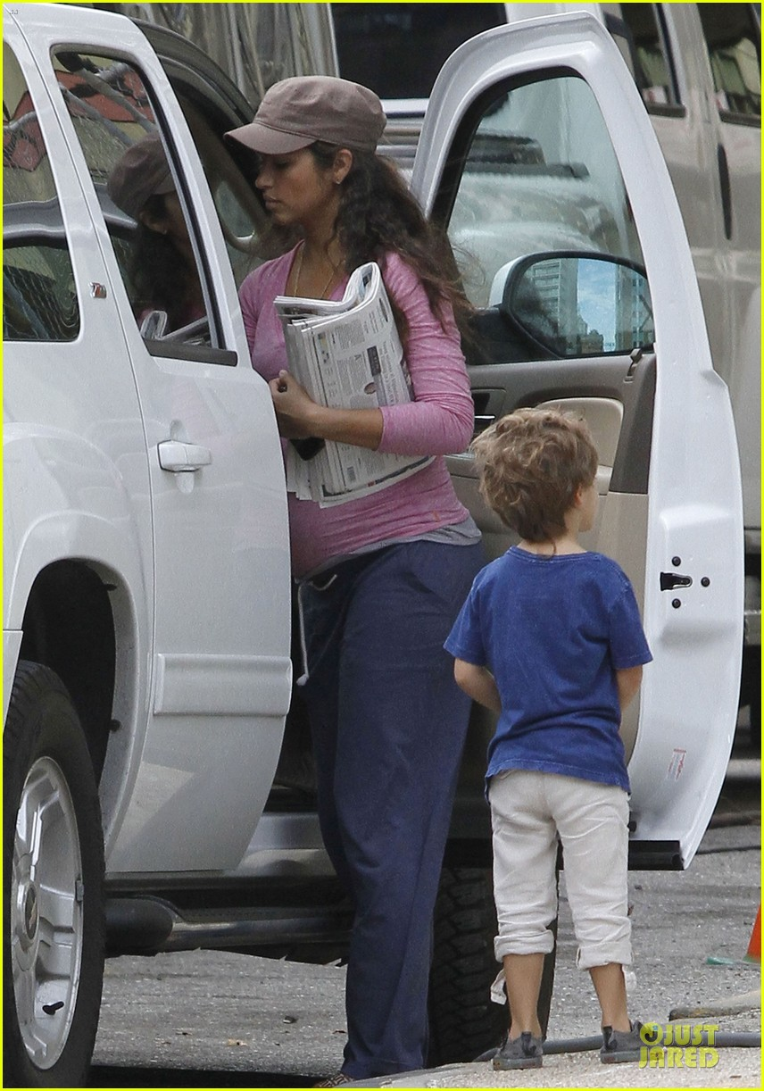matthew mcconaughey camila alves dallas buyers club set visit 132755652