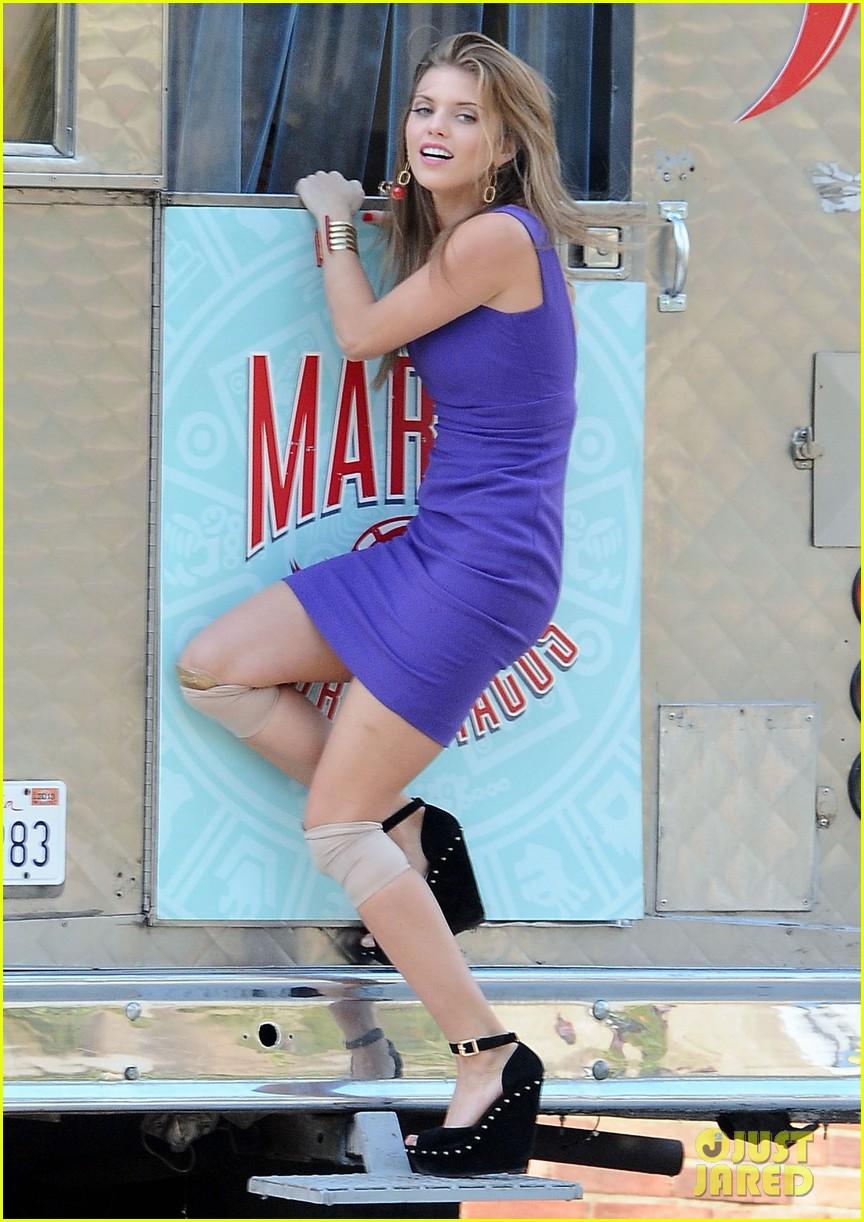 annalynne mccord 90210 taco truck action scene 08