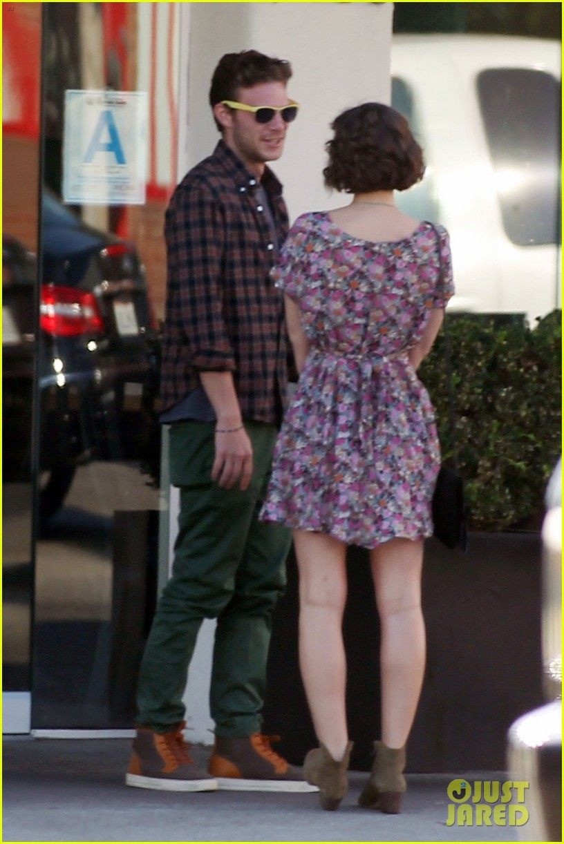 leighton meester los angeles lunch with male pal 03