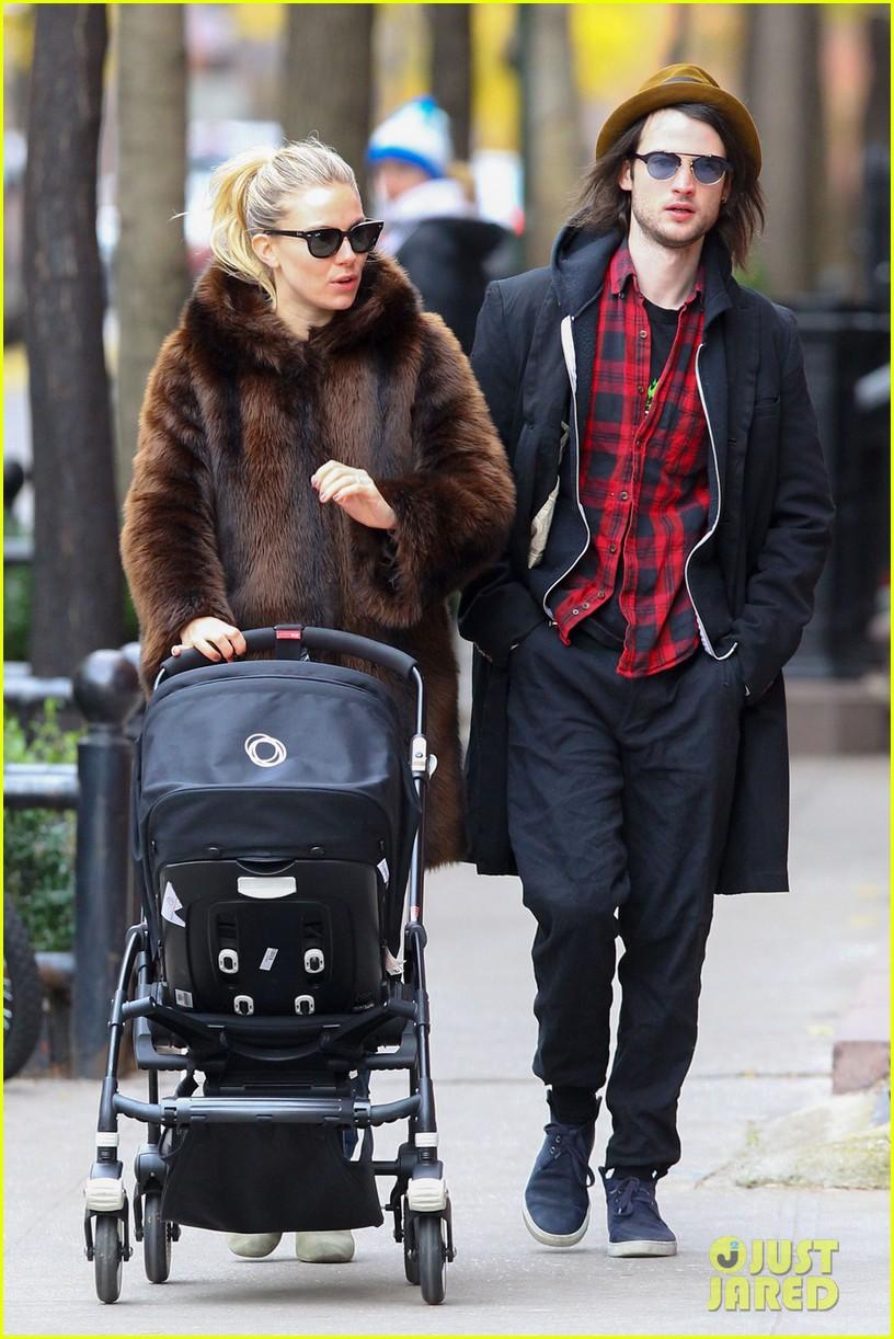 sienna miller tom sturridge sunday stroll with baby marlowe 03