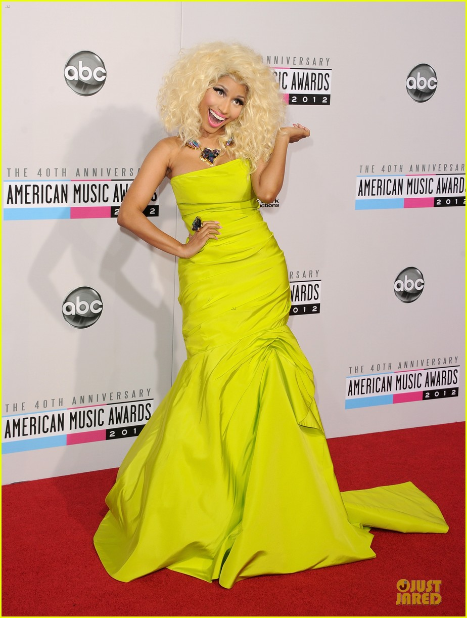 nicki minaj wins favorite rap hip hop album at amas 01