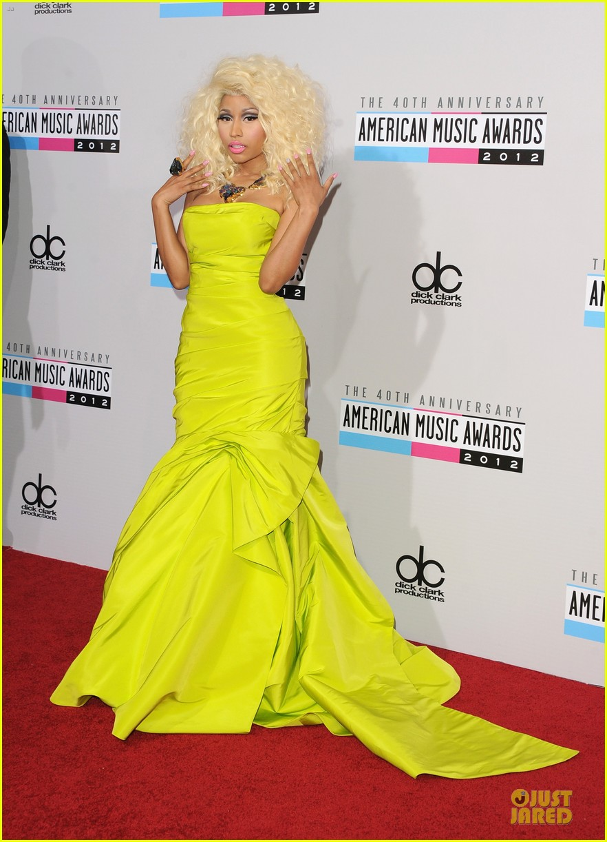 nicki minaj wins favorite rap hip hop album at amas 03