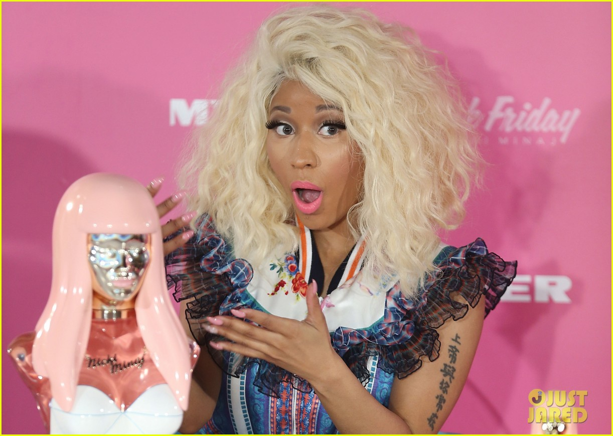 nicki minaj aria awards 2012 red carpet 072766037