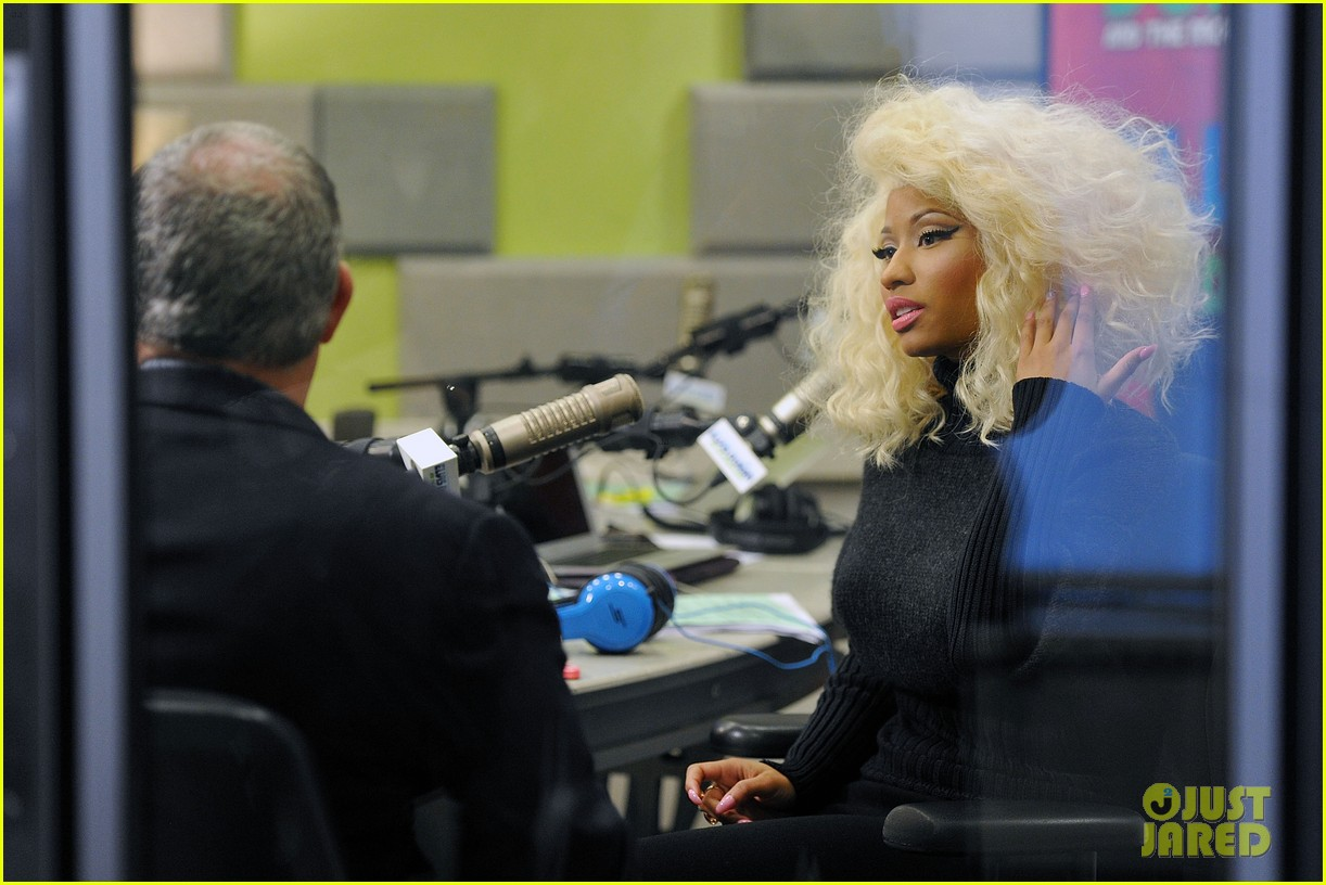 nicki minaj shut out of own album release party 102762416