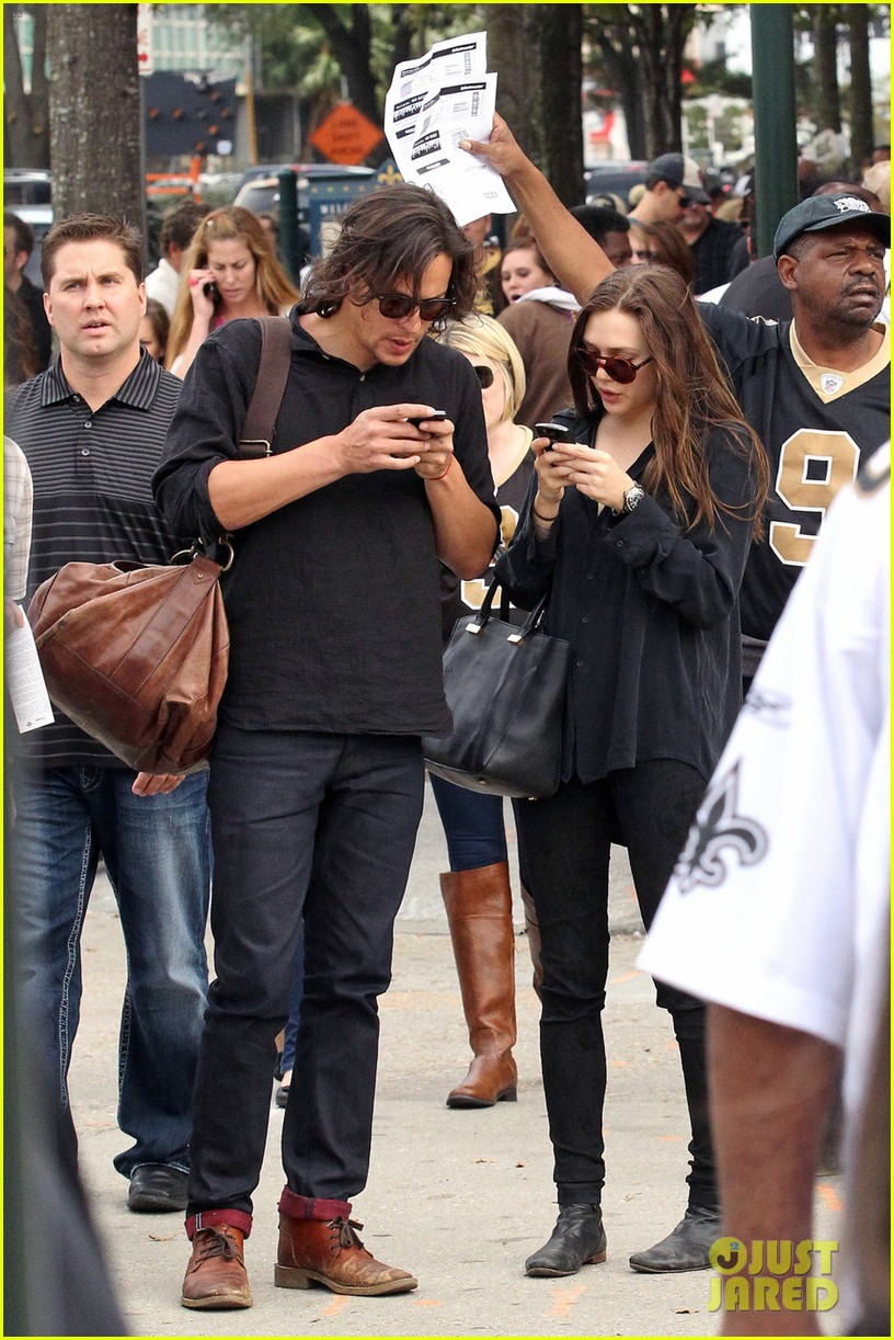 elizabeth olsen new orleans saints game with male pal 01