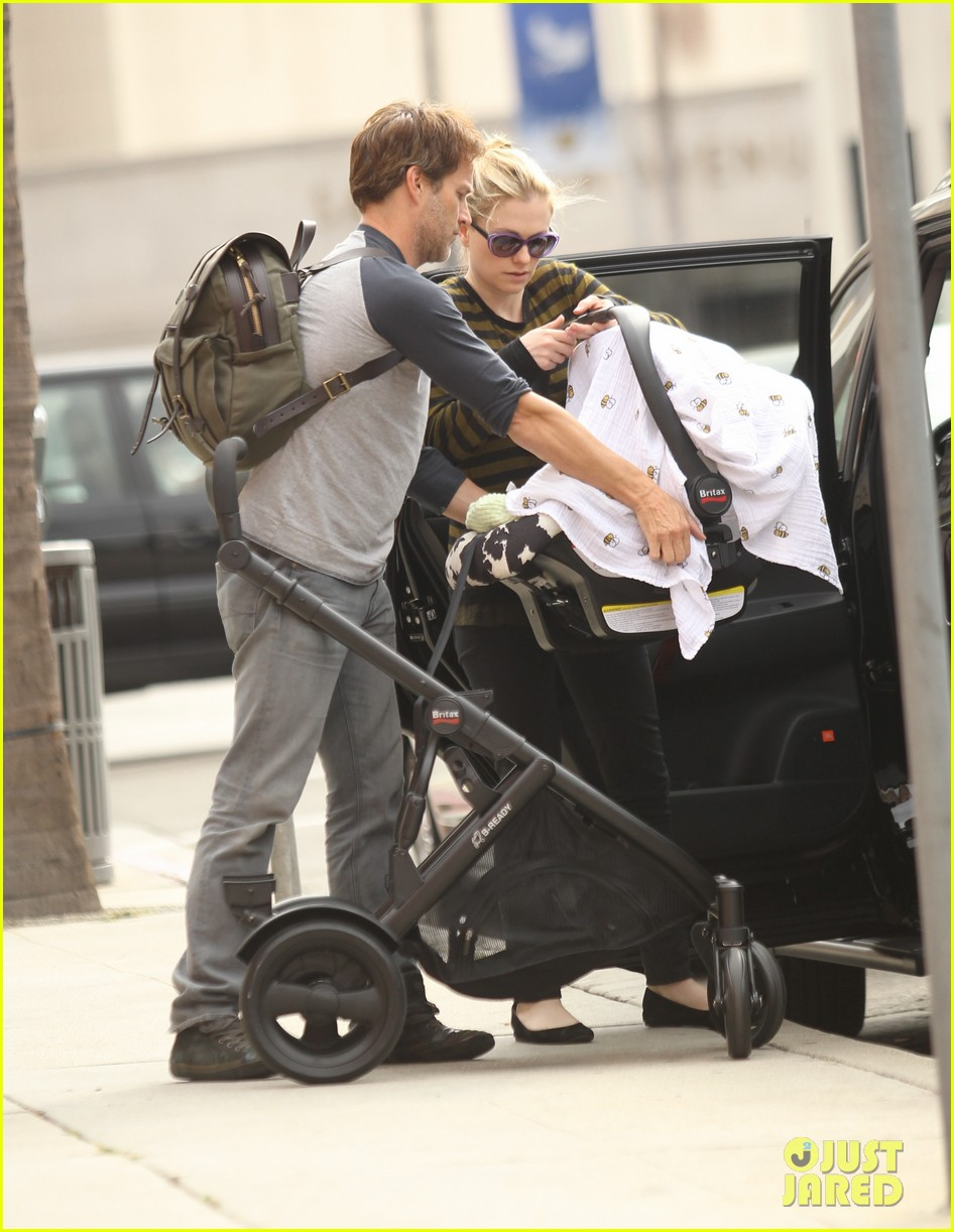 anna paquin stephen moyer doctors appointment with the twins 04