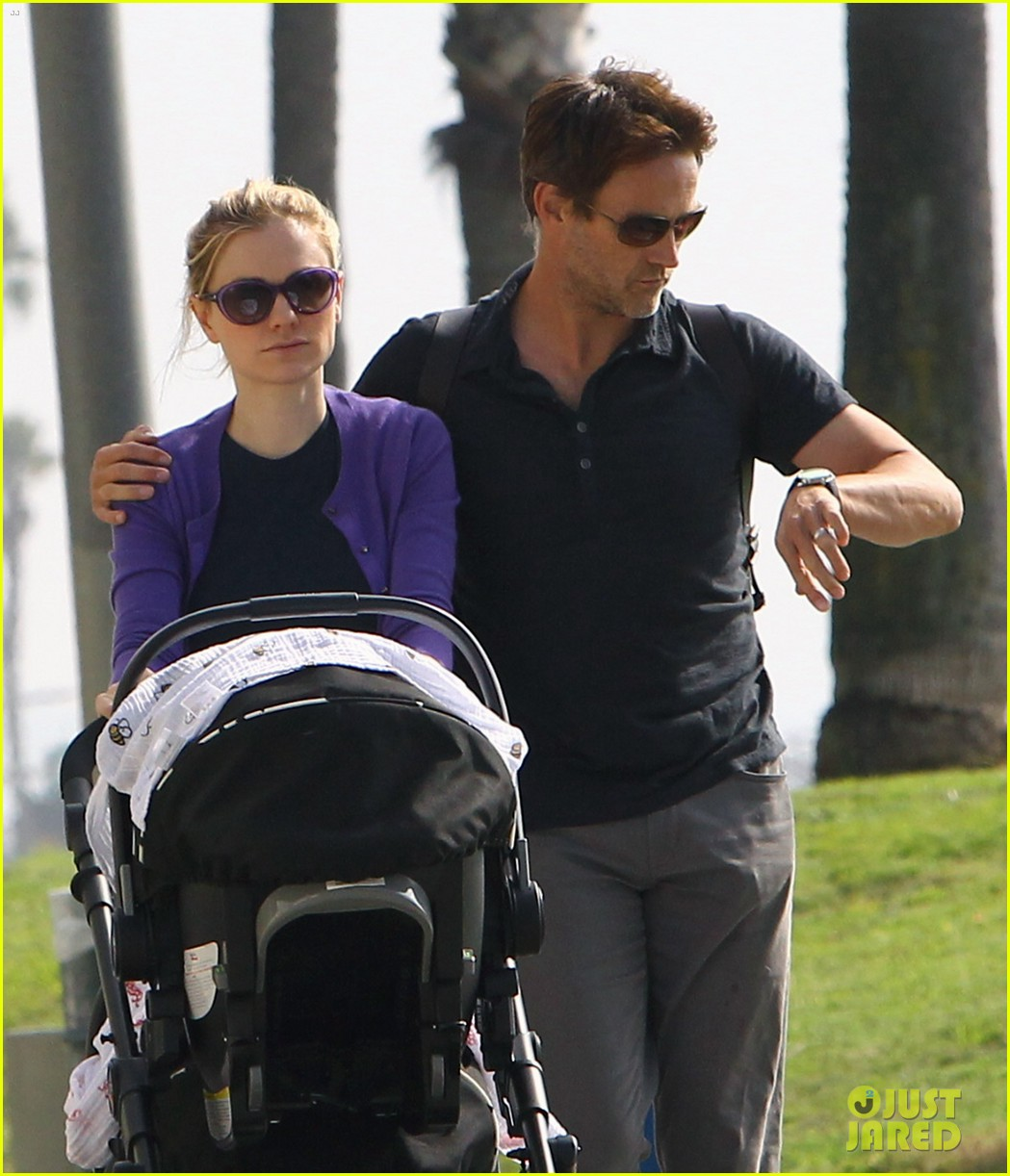 anna paquin stephen moyer park stroll with the twins 02