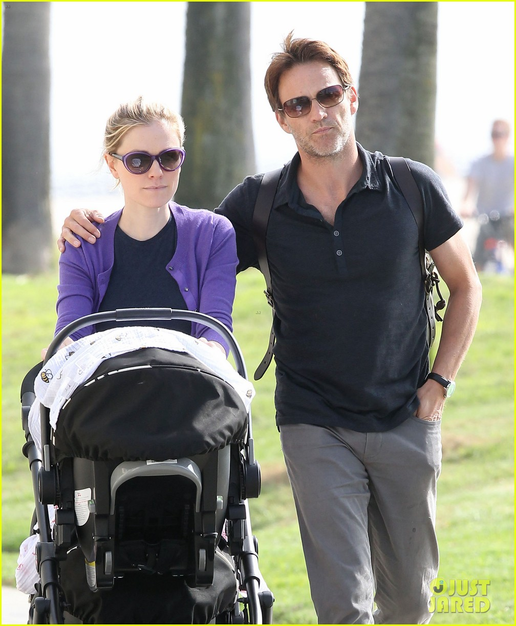anna paquin stephen moyer park stroll with the twins 05