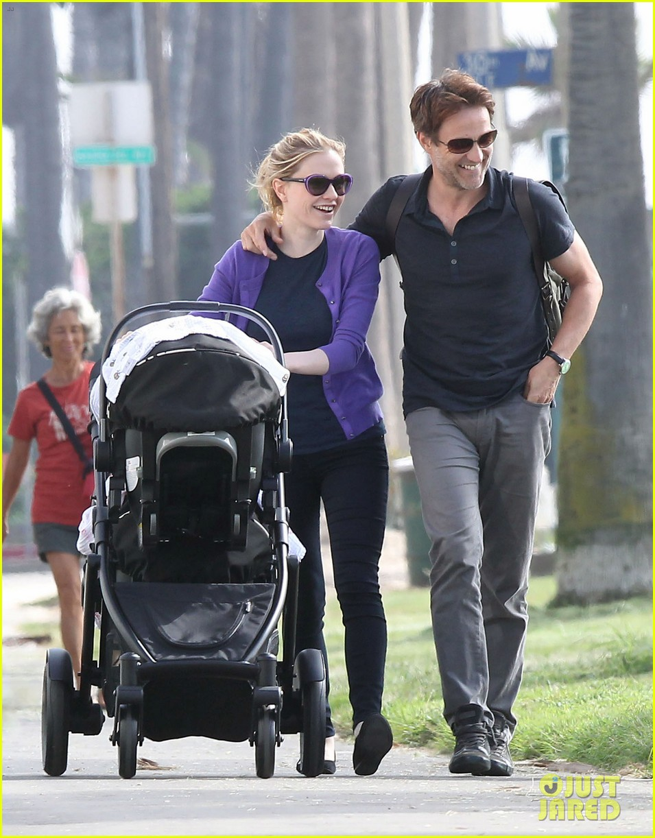 anna paquin stephen moyer park stroll with the twins 11