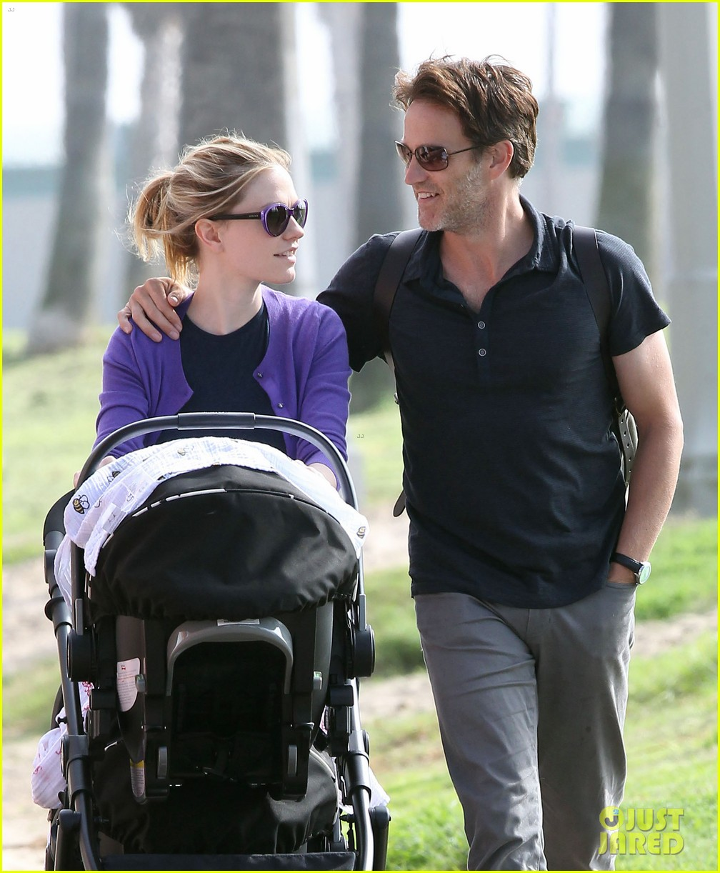 anna paquin stephen moyer park stroll with the twins 14