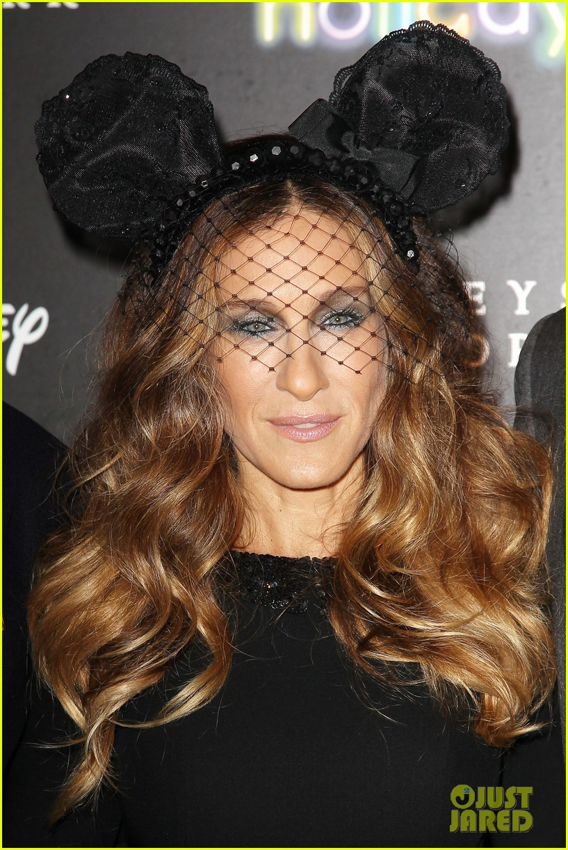 sarah jessica parker disney electric holiday window unveiling host 02