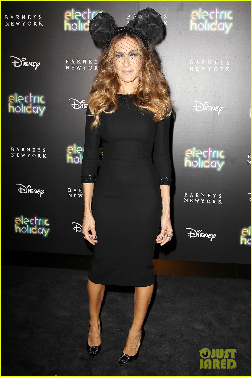 sarah jessica parker disney electric holiday window unveiling host 07