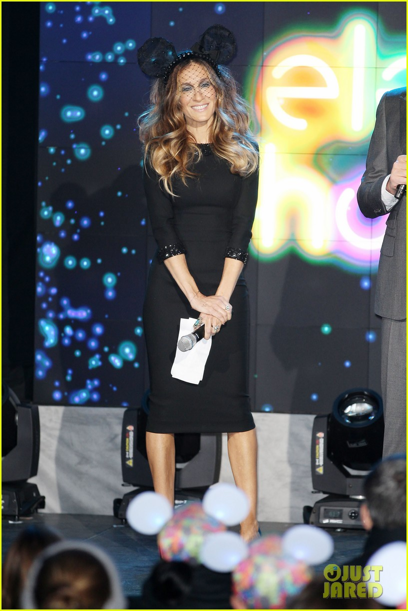 sarah jessica parker disney electric holiday window unveiling host 202758081
