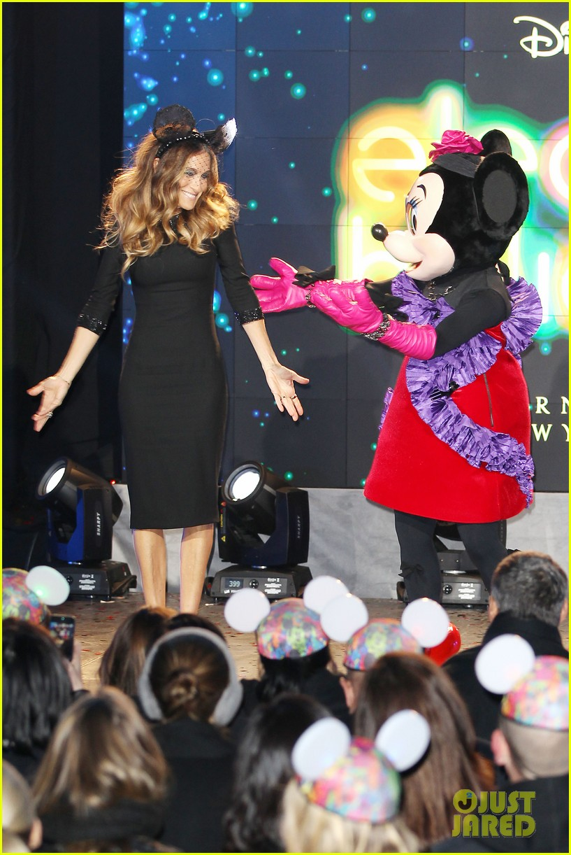 sarah jessica parker disney electric holiday window unveiling host 222758083