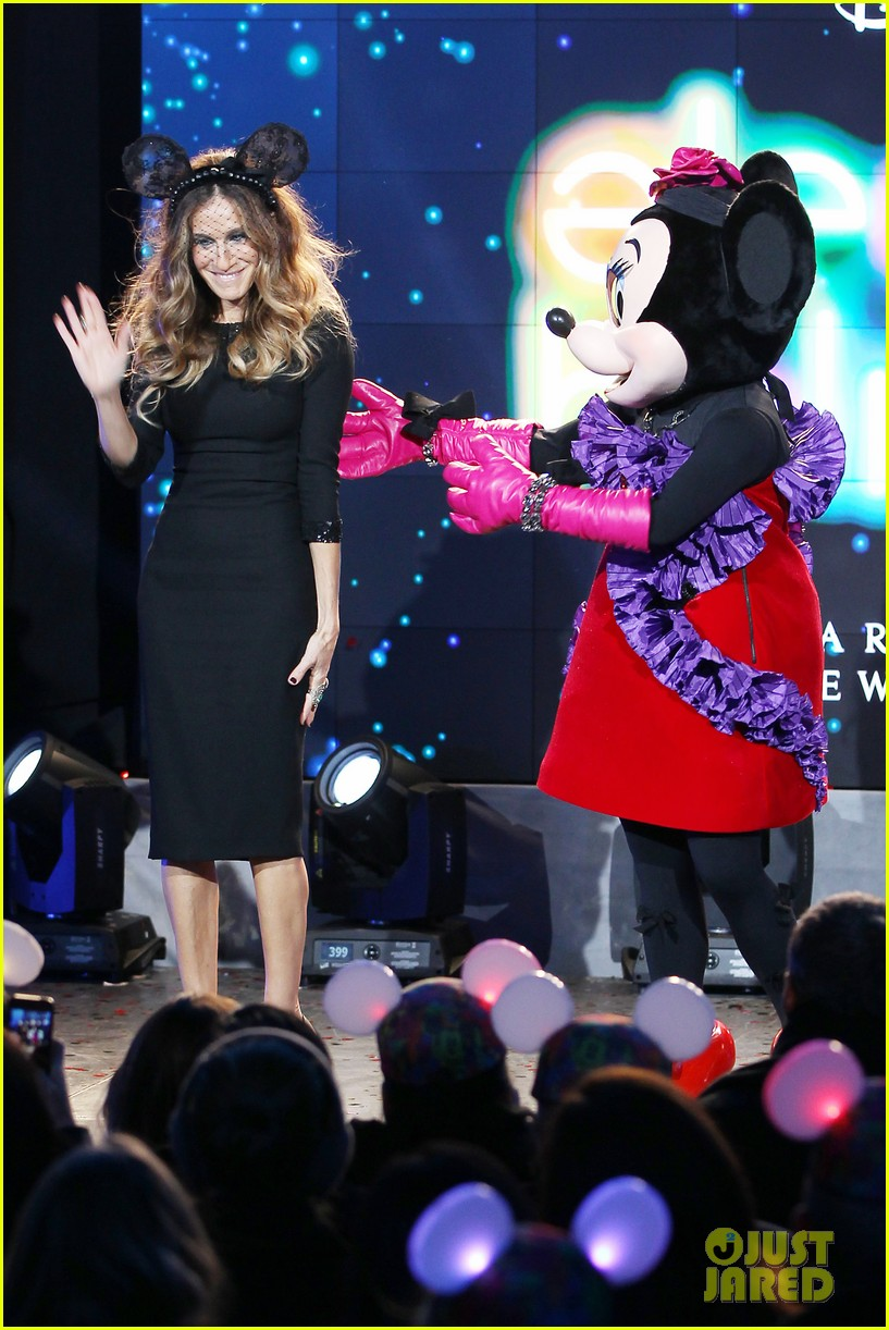 sarah jessica parker disney electric holiday window unveiling host 23