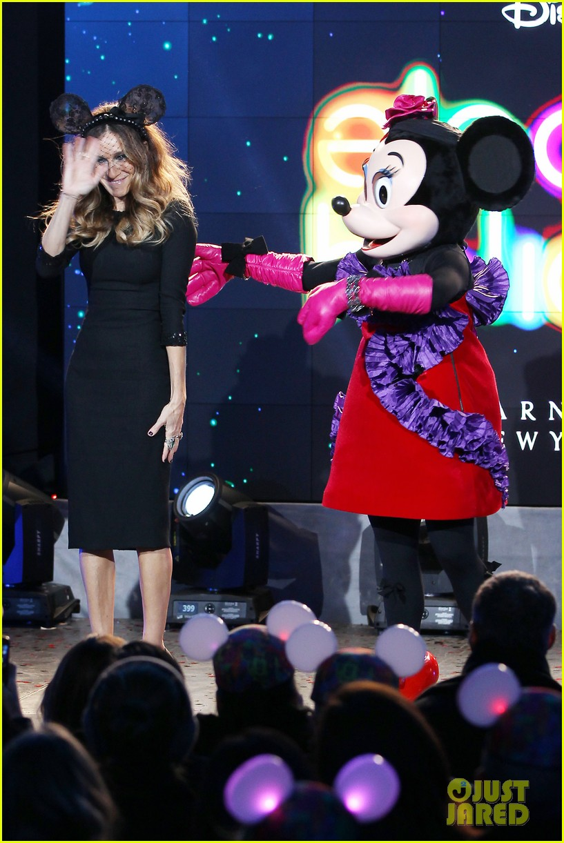 sarah jessica parker disney electric holiday window unveiling host 24