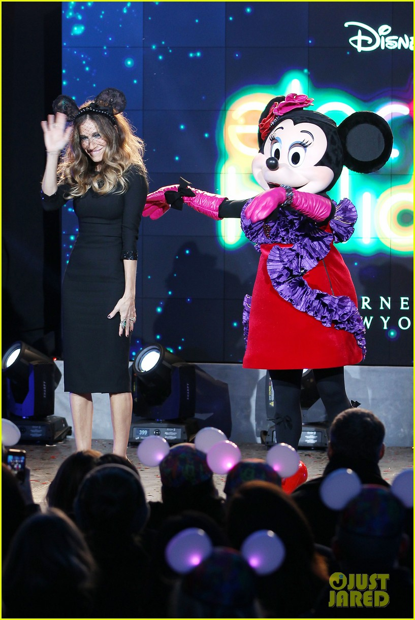 sarah jessica parker disney electric holiday window unveiling host 25