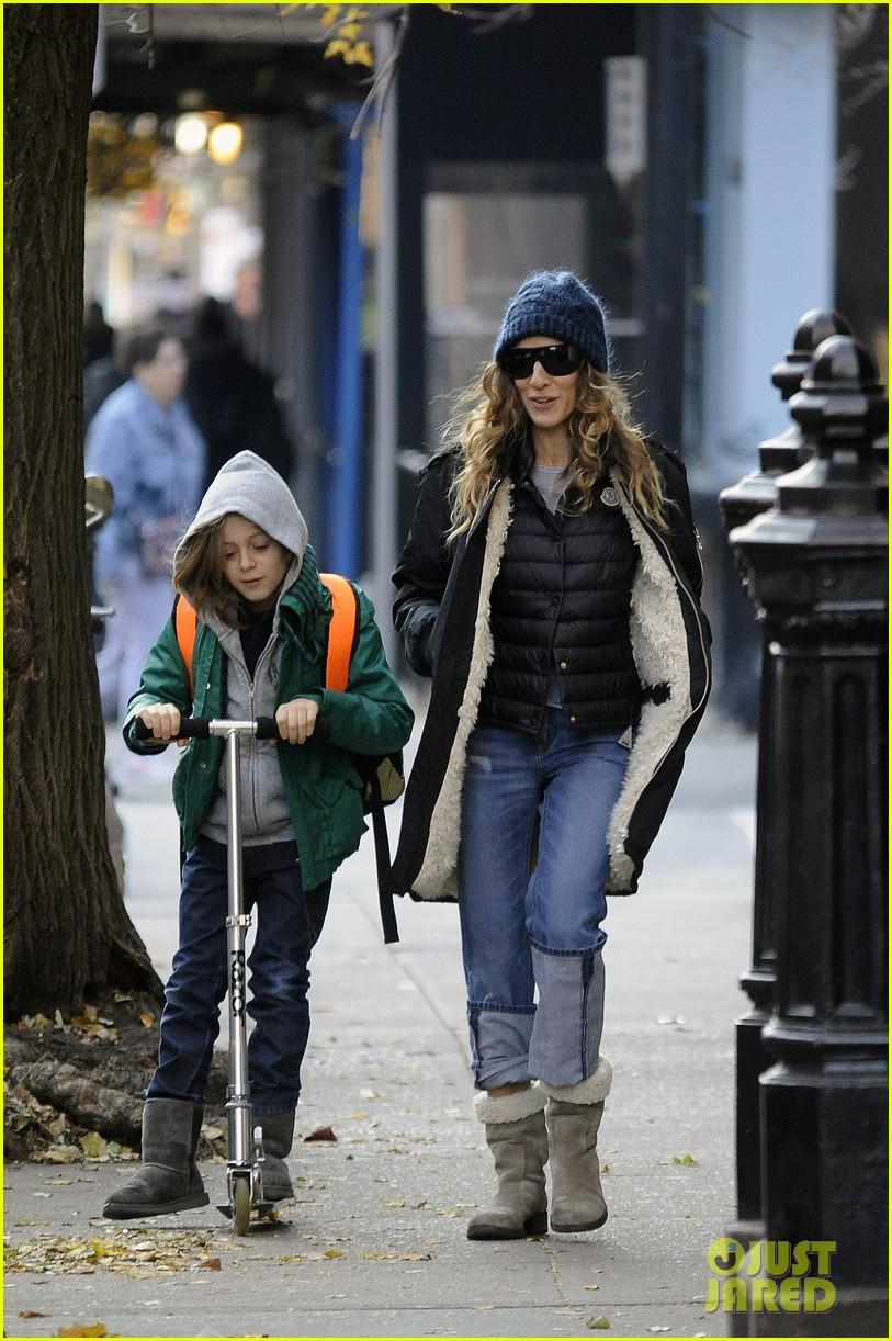sarah jessica parker matthew broderick school stroll with kids 08