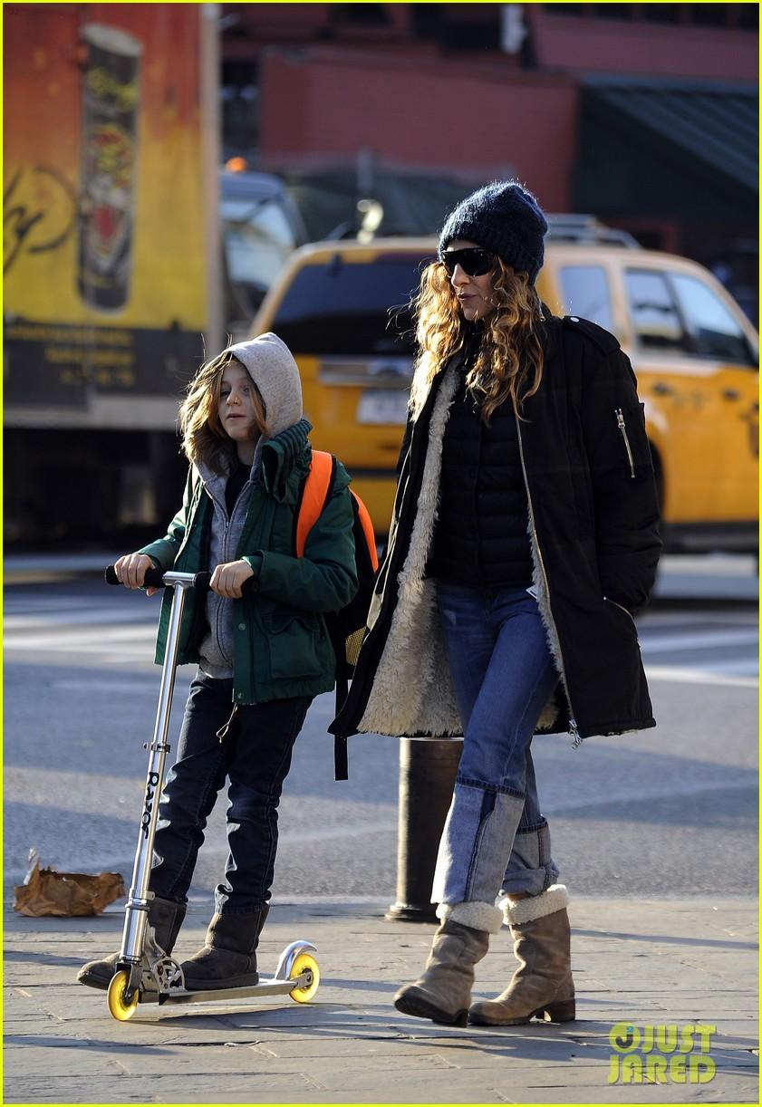 sarah jessica parker matthew broderick school stroll with kids 16